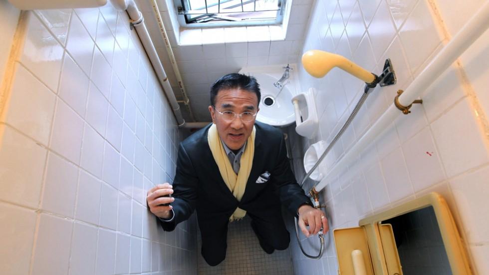 no-elbow-room-tight-space-bathroom