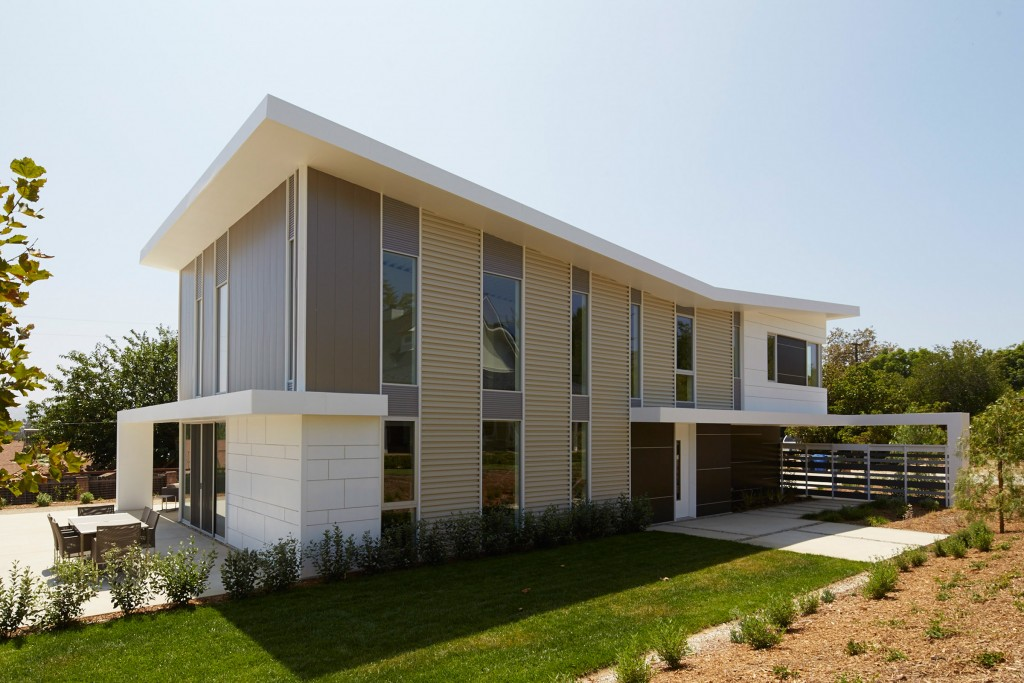 energy-efficient-flat-roof-and-metal-wall-panels-installed-by-proto-homes
