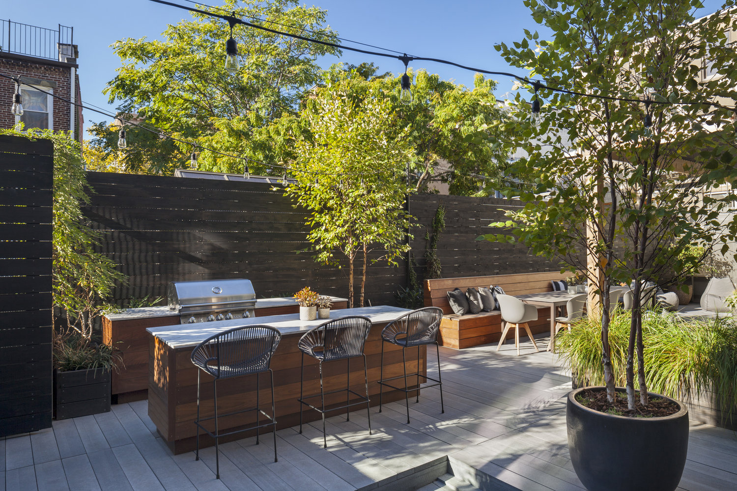 Outdoor Kitchen On Cobblestone Patio